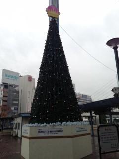 岡山のツリーのてっぺんは星じゃなくて桃!