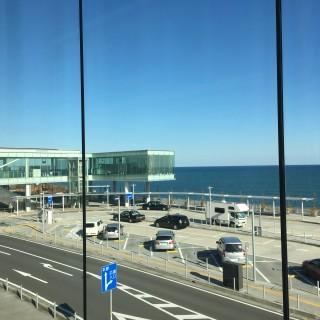 日立駅からは海が一望。駅直結のカフェからの眺めが素晴らしい!